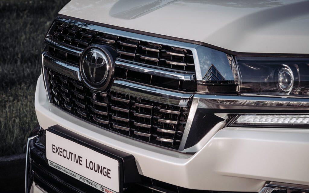 Toyota обновила топовый Land Cruiser 200 в России
