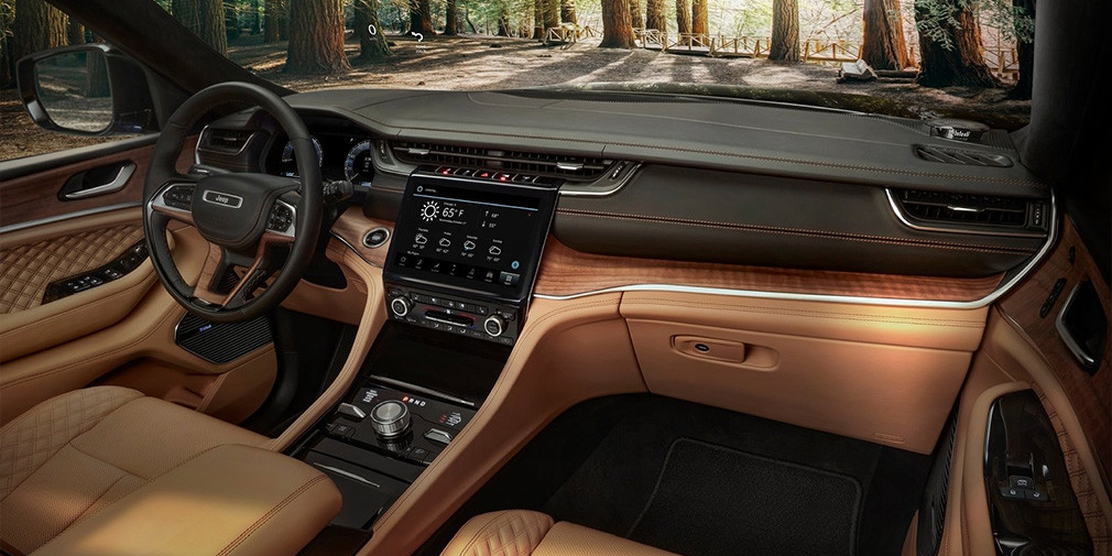 Марка Jeep презентовала обновленный внедорожник Grand Cherokee L