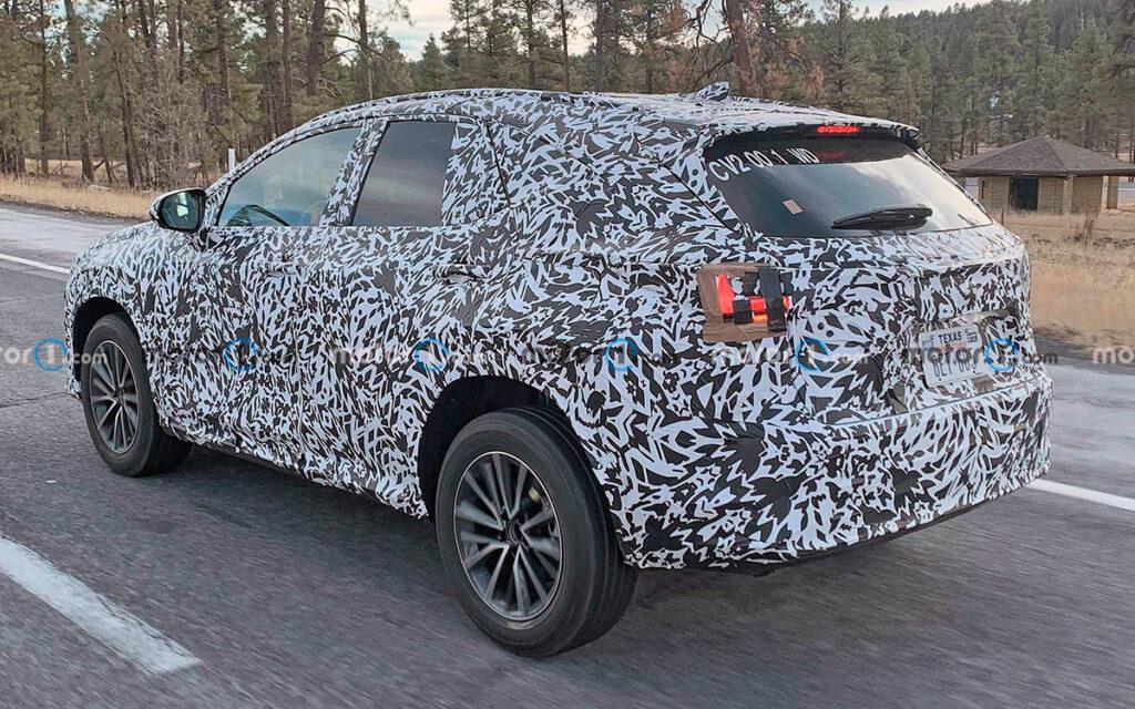 Новый компактный кроссовер Lexus NX впервые замечен во время тестов