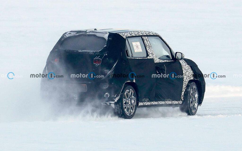 Hyundai вывел на тесты новый компактный кроссовер Hyundai AX-1