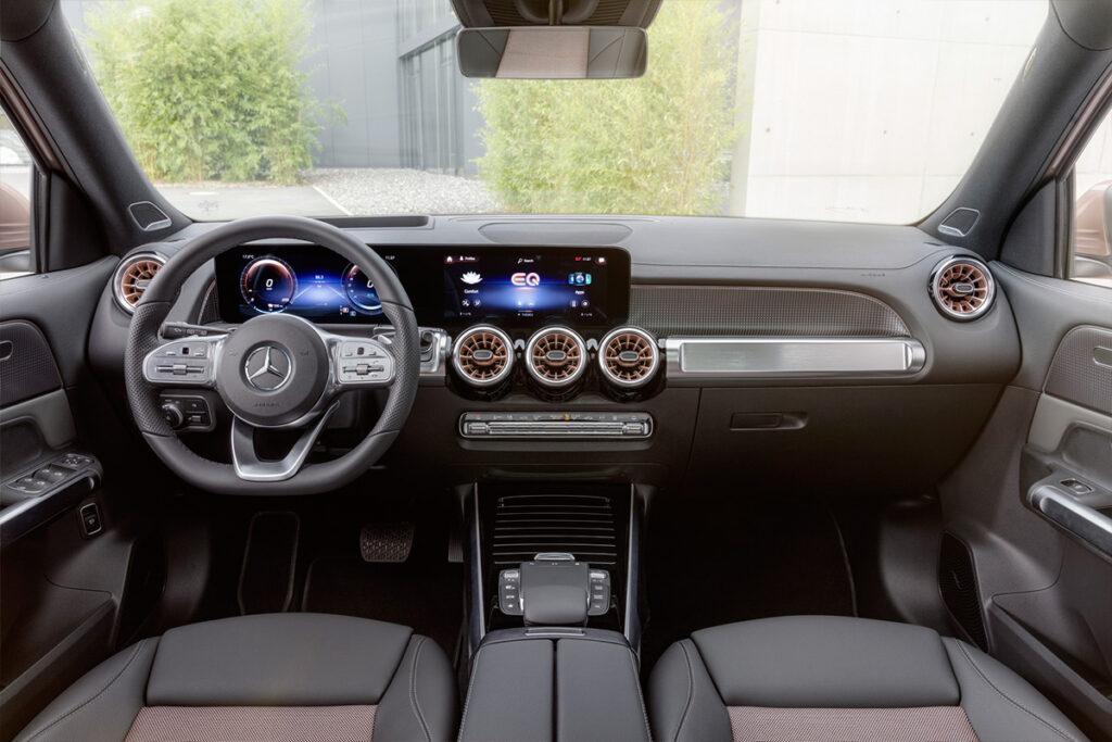 Mercedes-Benz представила в Шанхае новый трехрядный кроссовер EQB