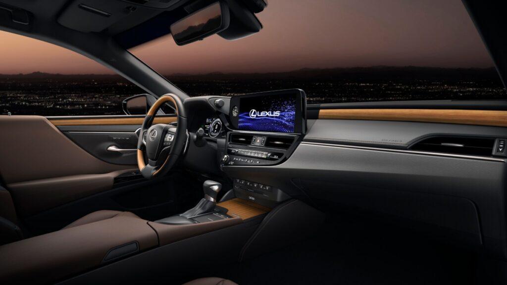 Lexus презентовала обновленный бизнес-седан Lexus ES