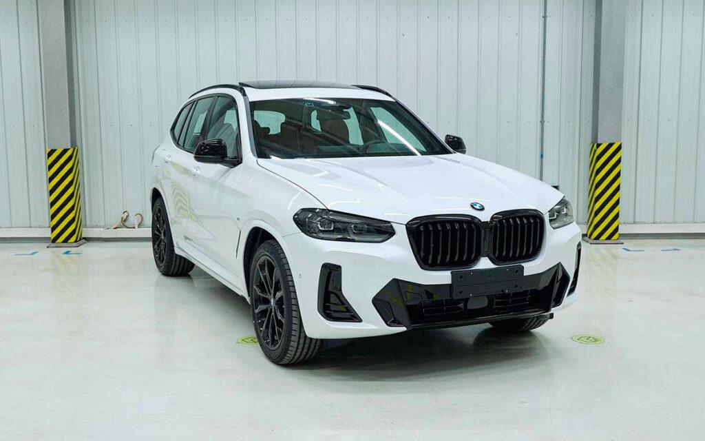 Опубликованы первые снимки обновлённого кроссовера BMW X3 2022 года