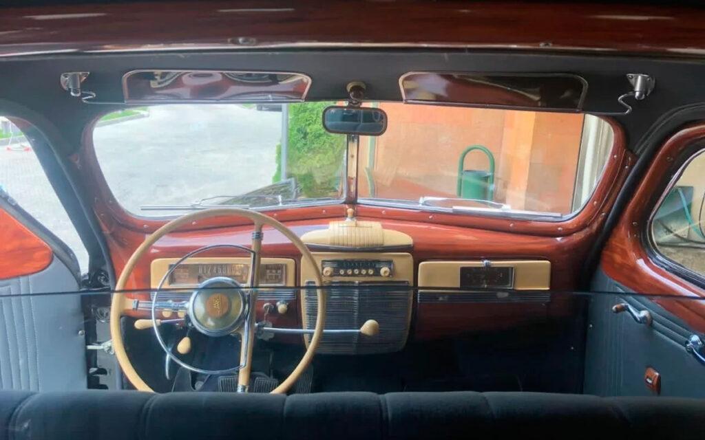 В Москве выставлен на продажу редкий советский лимузин за 57 миллионов рублей