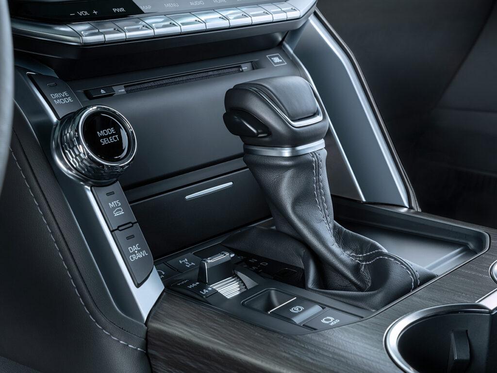 Названы цены и комплектации нового внедорожника Toyota Land Cruiser 300 для РФ