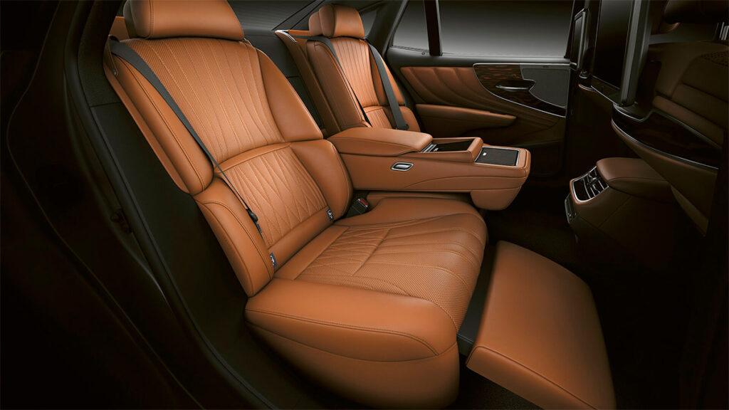 Обновленный седан Lexus LS вышел на российский рынок