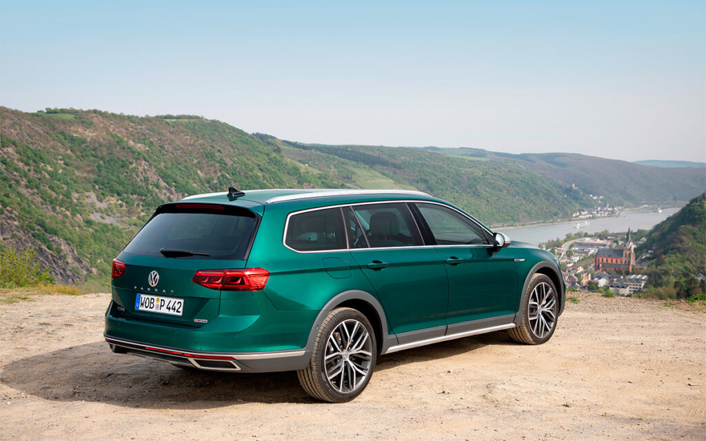 Volkswagen представил на рынке РФ новый универсал Passat Alltrack