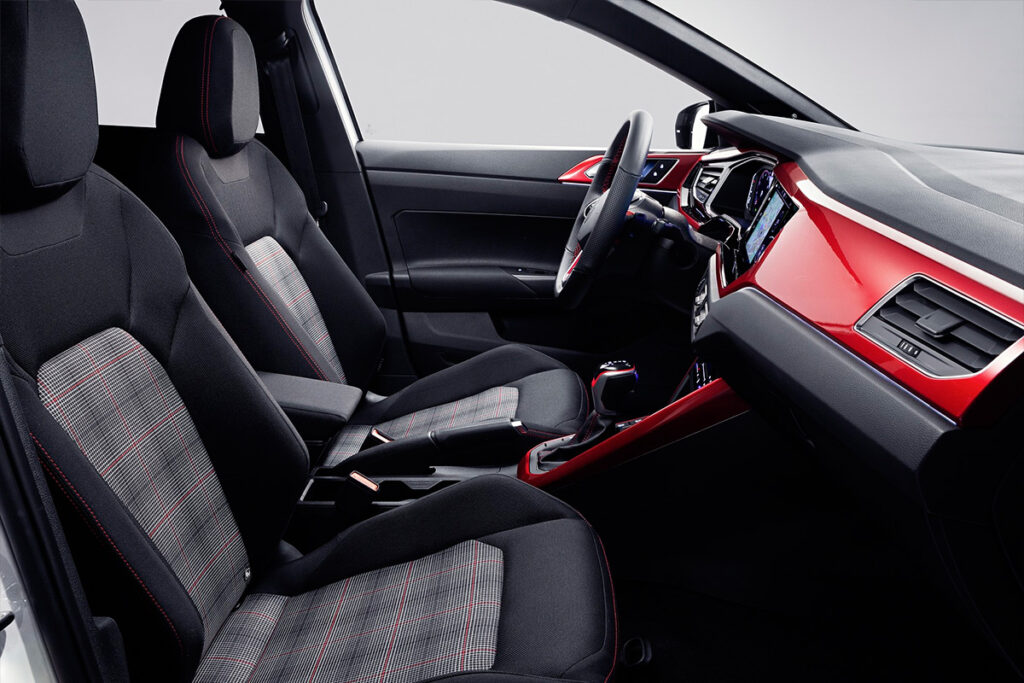 Volkswagen представил обновленный хэтчбек Polo GTI 2022 года