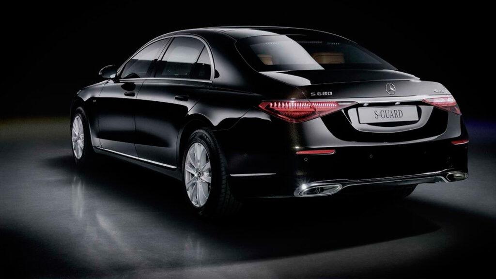 Компания Mercedes-Benz представила бронированную версию седана S-Class новой генерации