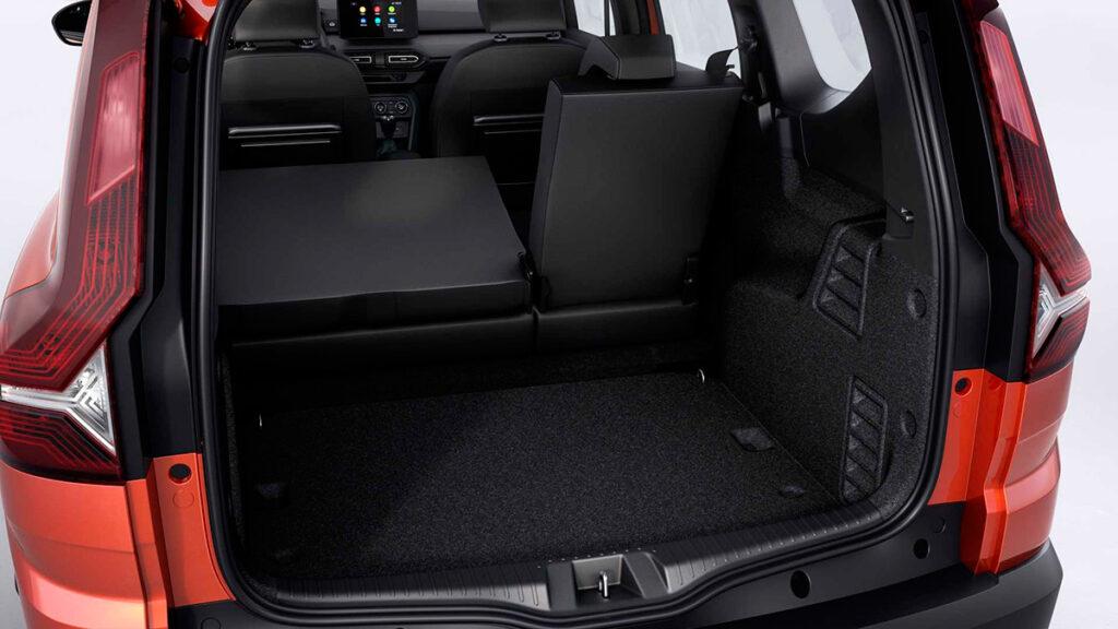Марка Dacia презентовала новый семиместный универсал Jogger