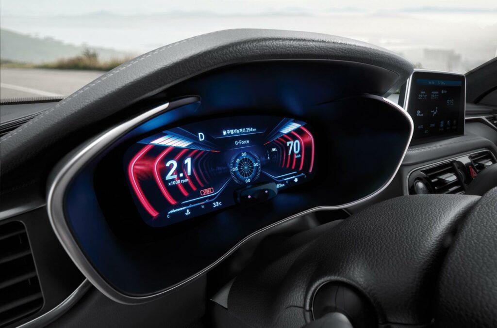 Genesis представил обновленный седан Genesis G70 с трехмерной приборкой
