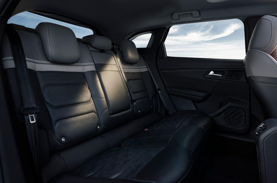 Citroen представил новый кроссовер-лифтбек Citroen C5 X 2021 модельного года