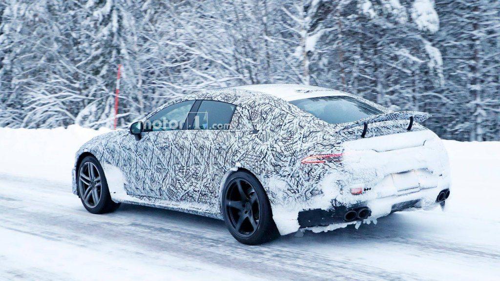 В Сети появились шпионские фото Mercedes-AMG GT Sedan