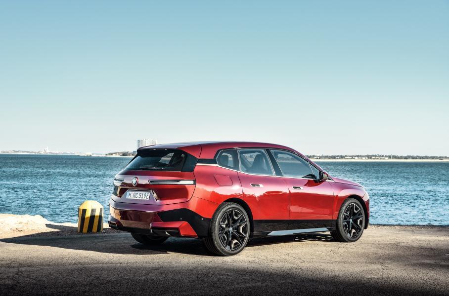 BMW начала продавать новый электро-кроссовер BMW iX по предзаказу