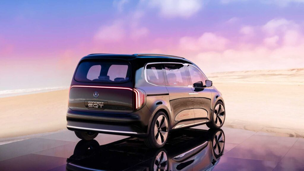 Mercedes-Benz начнёт продажи серийных электрических минивэнов EQT в 2022 году