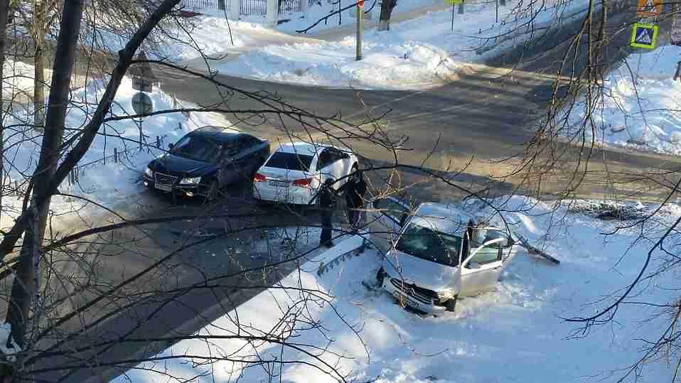 Трое пострадали в ДТП «Шевроле» и «Ситроен» в центре Иваново