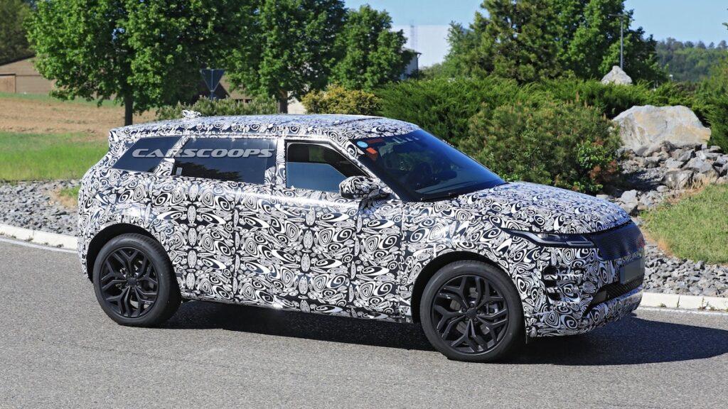 Land Rover тестирует семиместный Range Rover Evoque