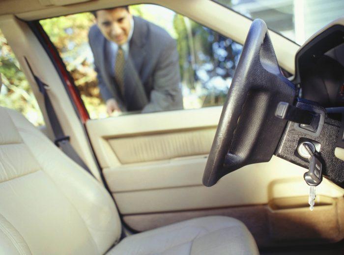 Что делать, если забыл ключ в закрывшемся автомобиле?