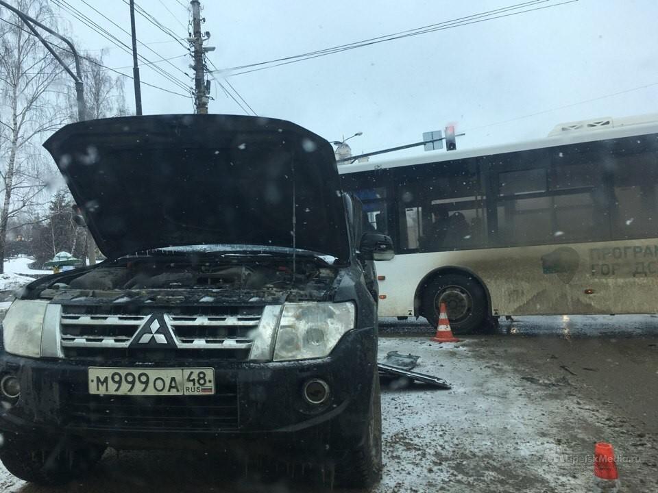 Видео жесткой аварии с пострадавшими у мэрии в Липецке появилось в Сети