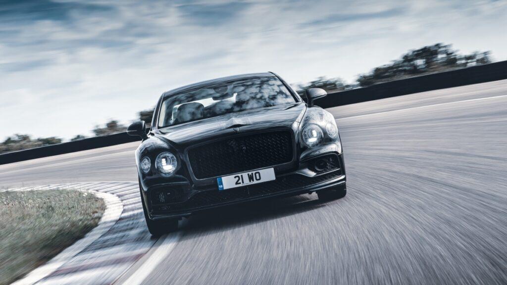 Bentley Flying Spur получит полноуправляемое шасси