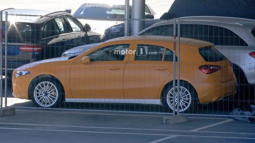 Опубликованы «живые» фото Mercedes-Benz A-Class следующего поколения