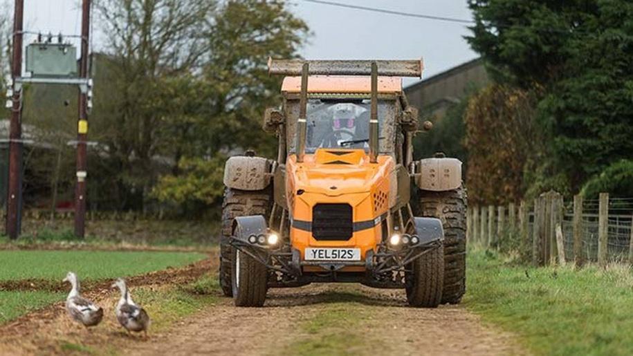 Новый рекорд скорости на 507-сильном тракторе установил Стиг из Top Gear