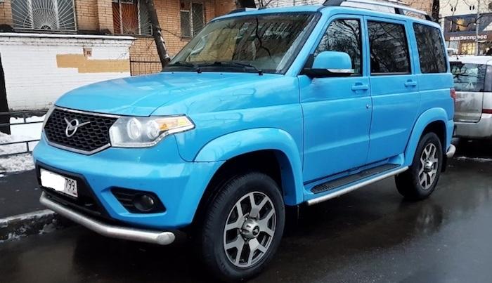 УАЗ «Патриот» с необычным цветом кузова замечен на дорогах Москвы