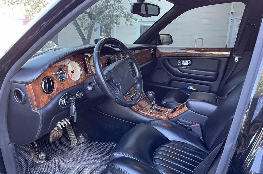 В РФ выставили на продажу модернизированный Bentley Arnage за 8 млн рублей