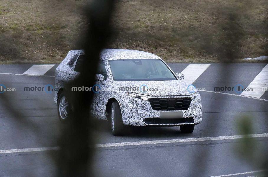 Компания Honda впервые вывела на тесты кроссовер Honda CR-V нового поколения