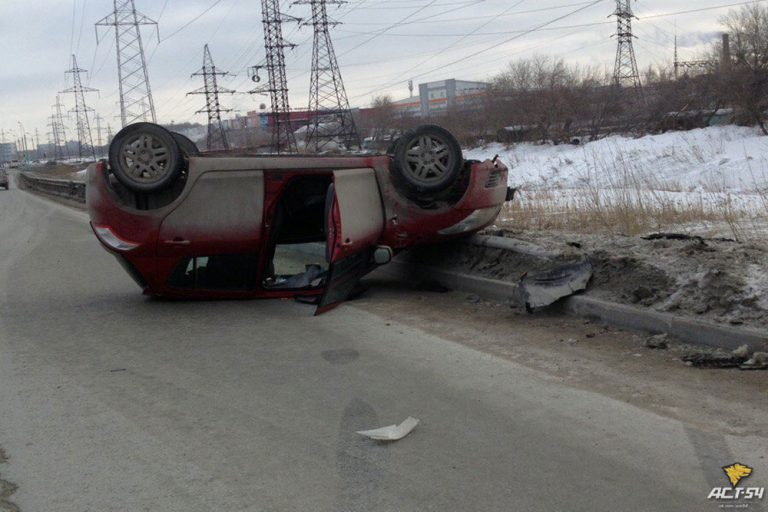 Два ДТП с переворотом произошли вчера в Новосибирске