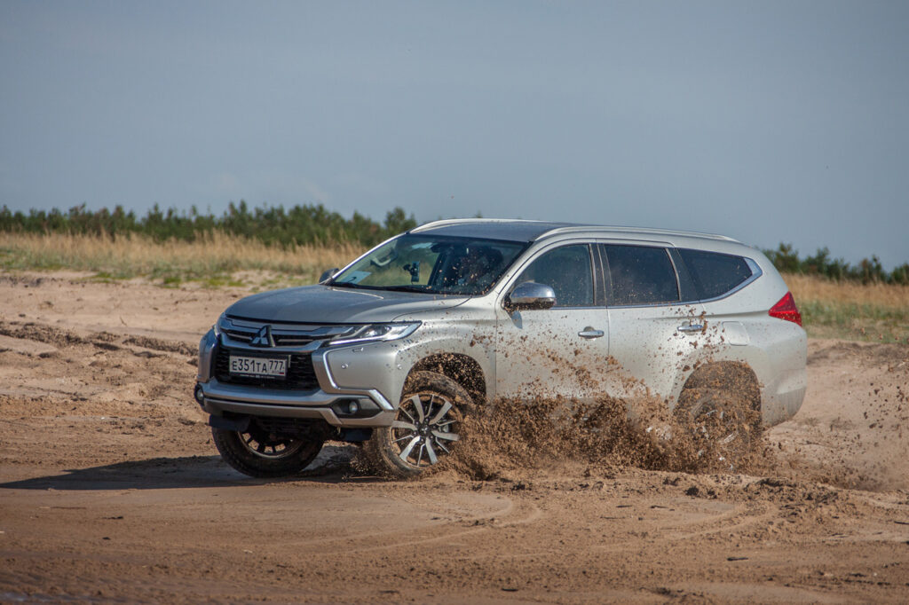 Флагманский Mitsubishi Pajero Sport в РФ получил версию с бежевым салоном