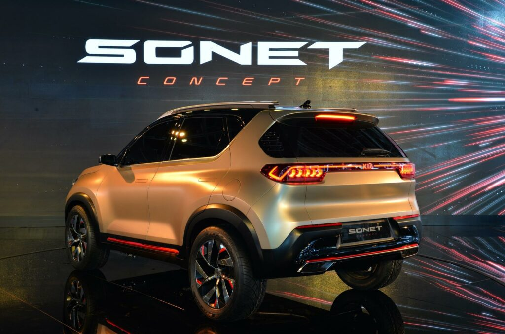 Новый кроссовер Kia Sonet представлен официально