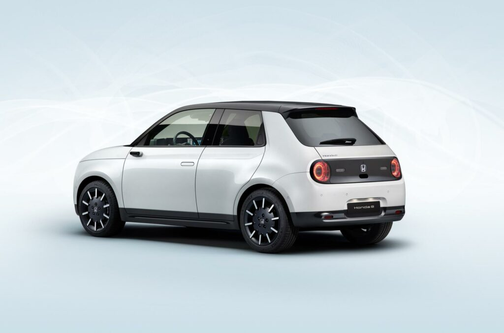 Honda представила серийную версию электрокара Honda E