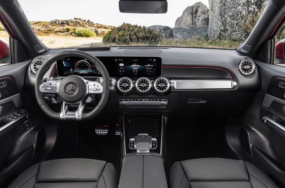 Кроссовер Mercedes-AMG GLB 35 оценили в 4,3 миллиона рублей
