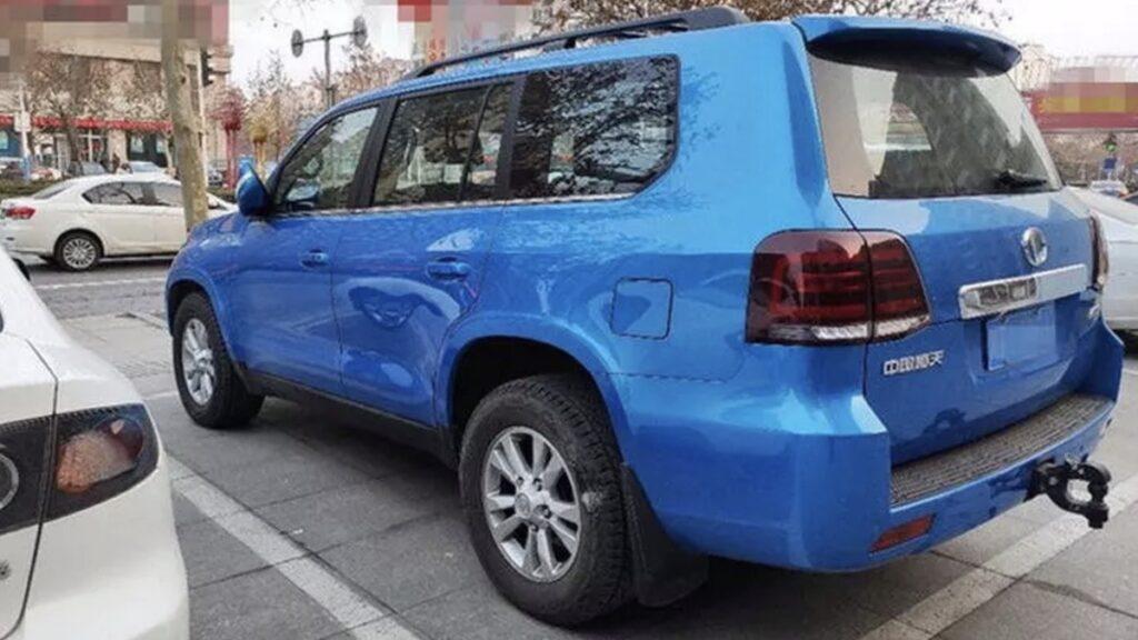 Китайский клон Toyota Land Cruiser 200 показали на видео