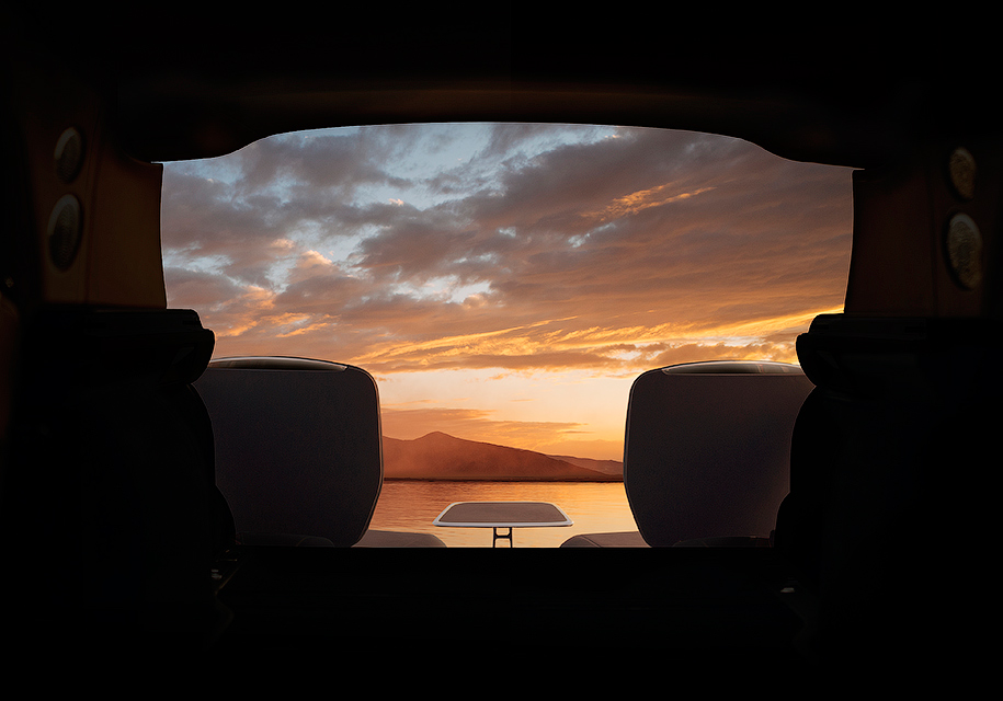 Новый Rolls-Royce Cullinan получил выдвигающиеся из салона сидения