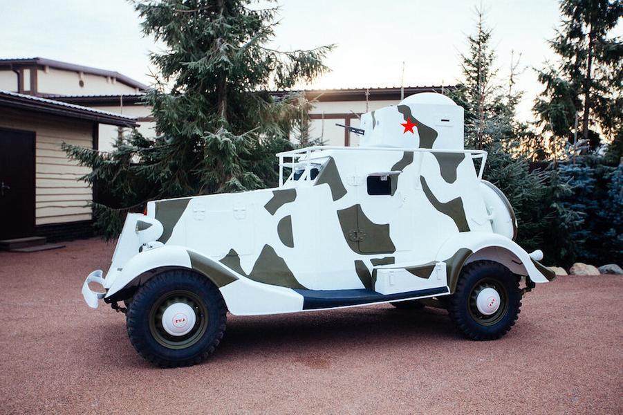 Коллекцию из 8 раритетных ГАЗов продают за 200 млн рублей