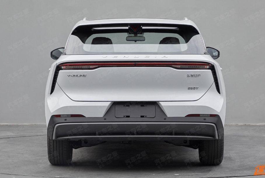 Nissan и Dongfeng показали новый компактный кроссовер Venucia V-Online