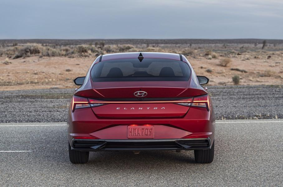 Hyundai представил седан Hyundai Elantra нового поколения
