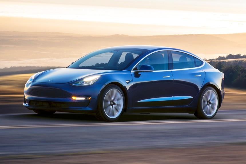 Tesla приостановила производство электромобиля Model 3