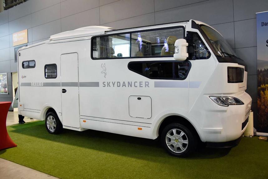 В Штутгарте был представлен моторхоум-кабриолет Skydancer Apero