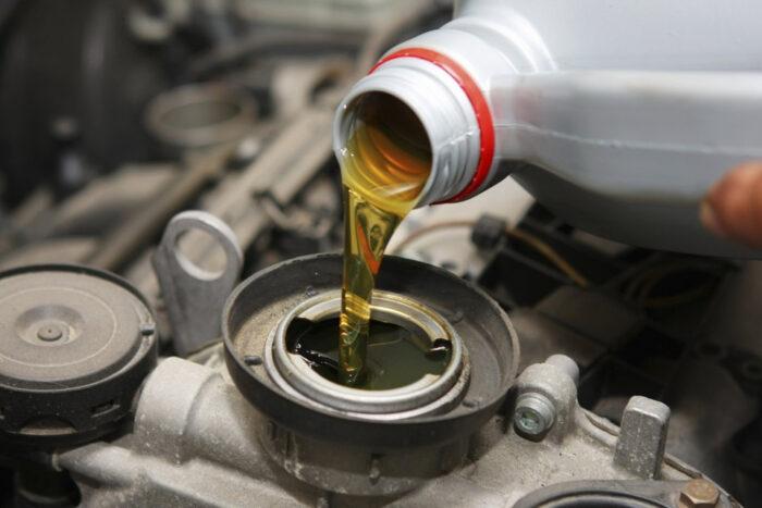 Почему важно своевременно менять масло в двигателе?