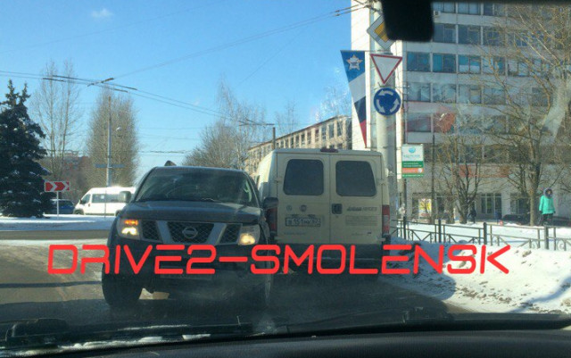 Иномарка протаранила машину инкассаторов в Смоленске