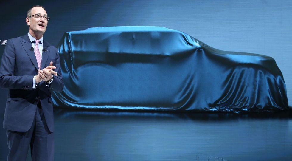 Ford в Пекине показала тизер кроссовера Explorer нового поколения