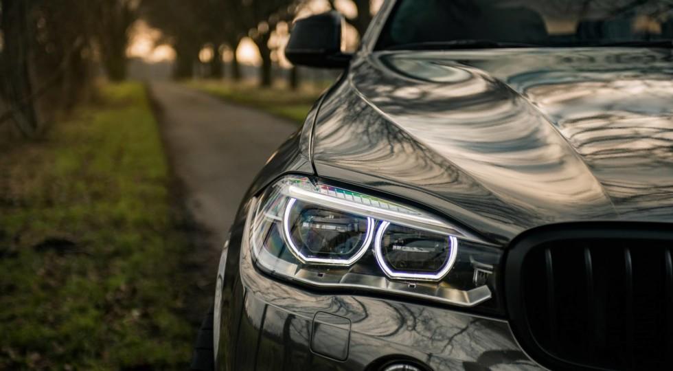 «Зеркальный» BMW X6 M50d представила тюнинговая компания Fostla