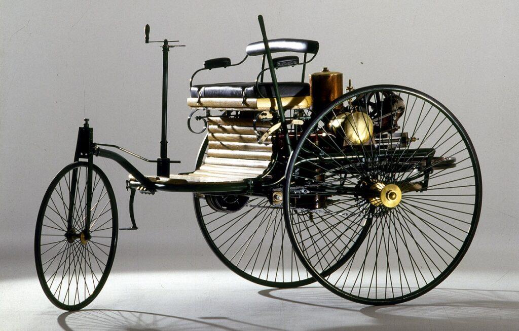 Mercedes-Benz выставила на продажу реплику первого в мире автомобиля