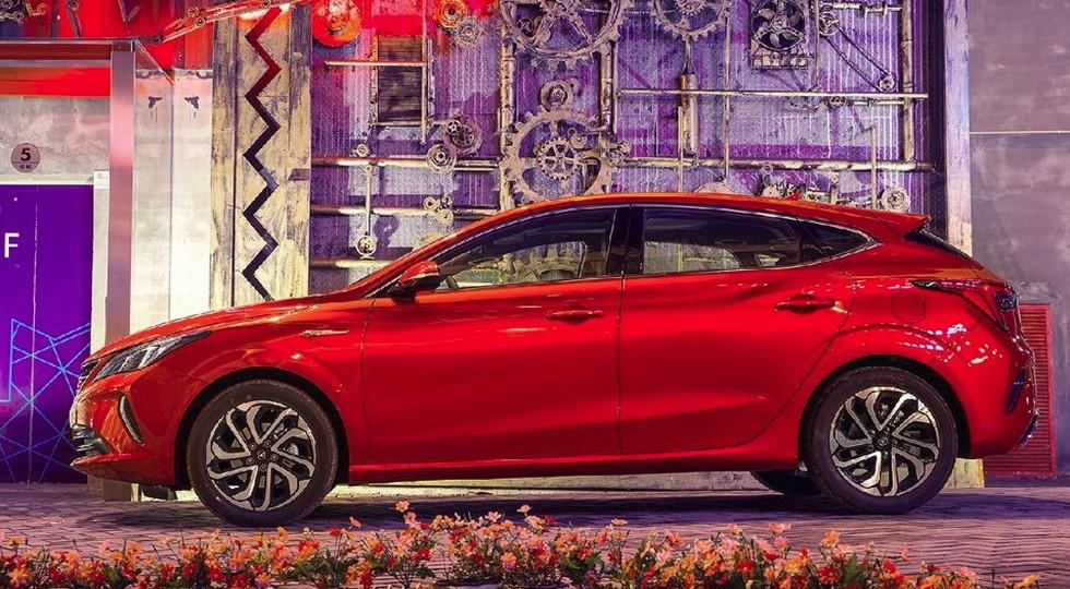 Changan представила новый хэтчбек Eado XT с дизайном от Mazda 3