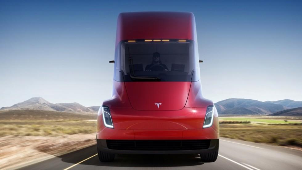 Tesla представила высокотехнологичный электрогрузовик Semi