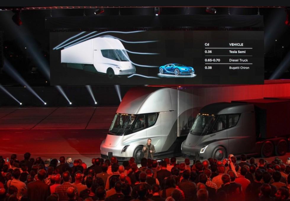 Tesla озвучила предварительные цены на электрогрузовик Tesla Semi
