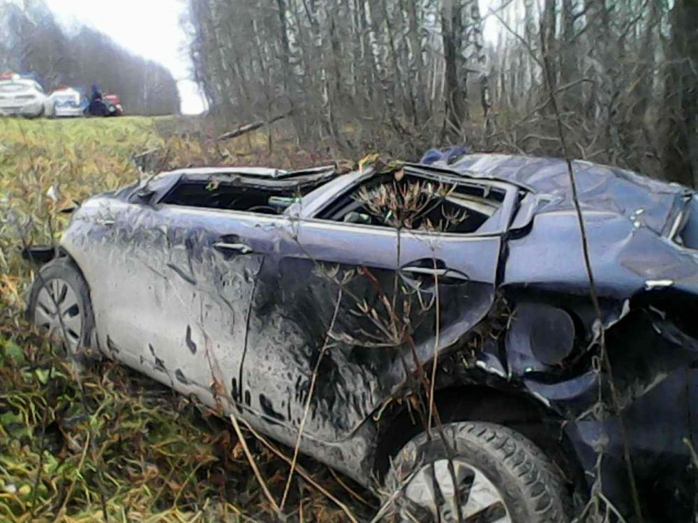 В Сухиничском районе перевернулась иномарка, пострадали два человека